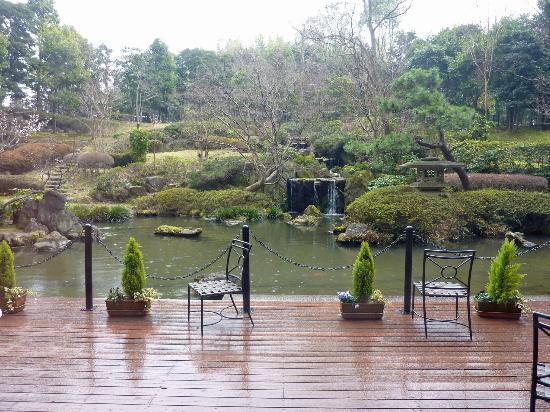 Narita Excel Hotel Tokyu: Gardens outside the lobby
