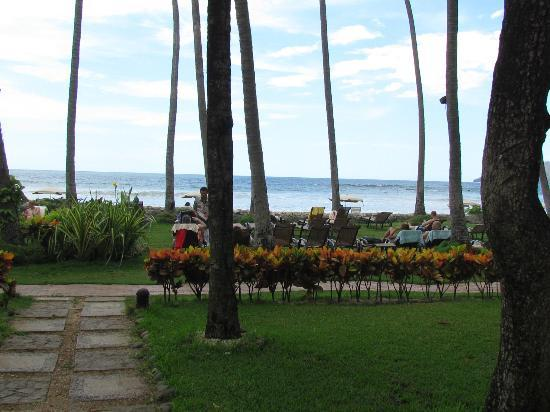 Hotel Tamarindo Diria: view of beach from pool area