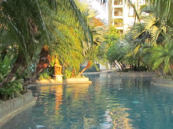 Hotel Tamarindo Diria: rear pool