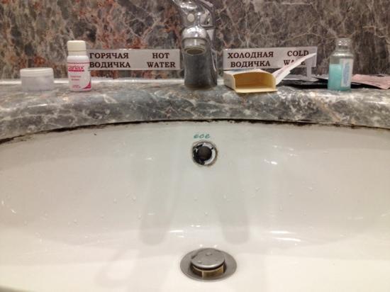 Marins Park Hotel: Kleines Beispiel für den Rost/Kalk im Badezimmer