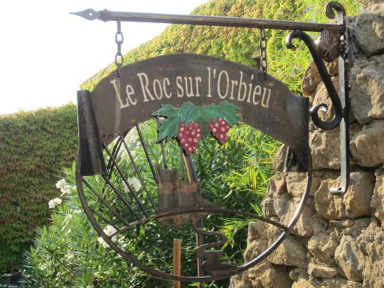 Le Roc sur l'Orbieu: B&B sign.