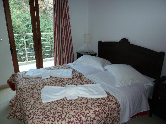 Porto Kalyves Hotel Seaside Apartments: The bedroom