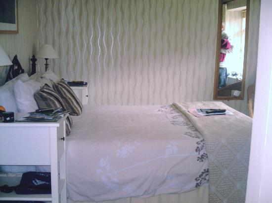 Elim House: Bedroom - No. 8