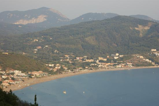 Hotel Costas Golden Beach: hotel from hill