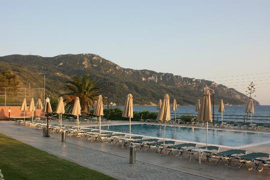 Hotel Costas Golden Beach: pool view