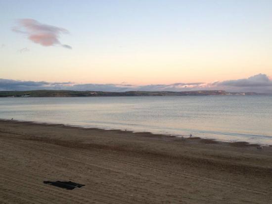 Weymouth Beach : The beach looking towards the headlands