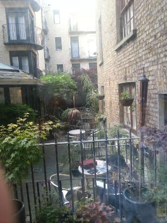Globetrotters Tourist Hostel: the courtyard