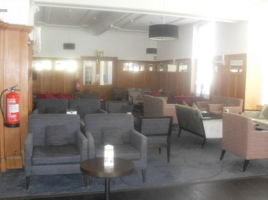 Bay New Southlands Hotel: Entertainment Lounge