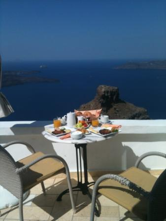 Ξενοδοχείο Tholos: breakfast on our balcony