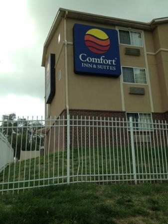 Comfort Inn & Suites Downtown: metal fence in disrepair