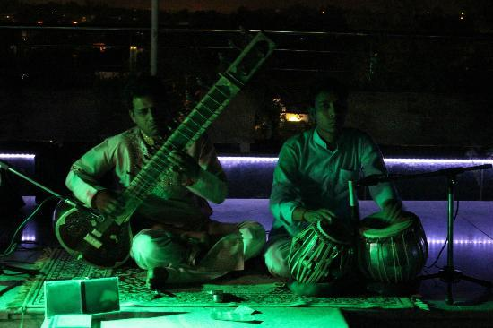 Hotel Taj Resorts: Music played at the roof top restaurant