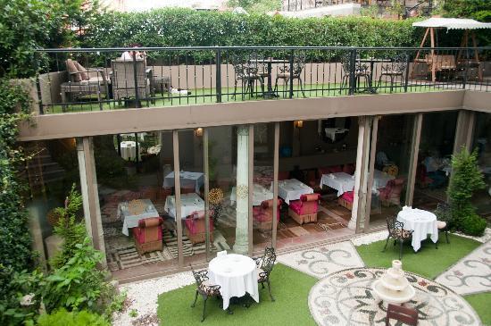 Sokullu Pasa Hotel: Breakfast garden