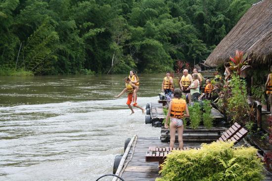 River Kwai Hotel : Fun