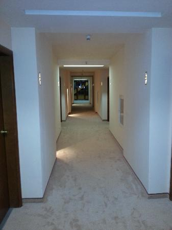 Koral Hotel: second floor corridor