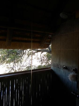 Greenfire Game Lodge : Bathroom with outdoor shower