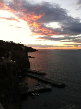 Coltur Suites Sorrento: sunset from balcony room 100