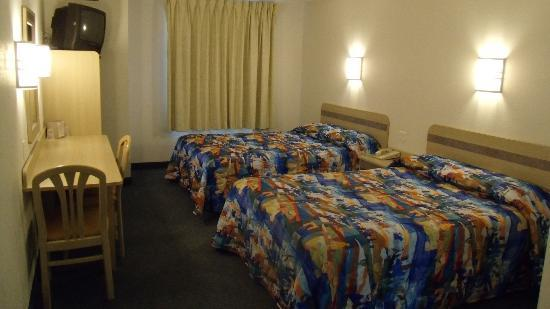 Motel 6 Dale IN: Just a nice, clean, comfortable room for my family
