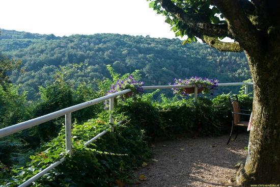 Le Saut de la Bergere: La terrasse en face de notre maison