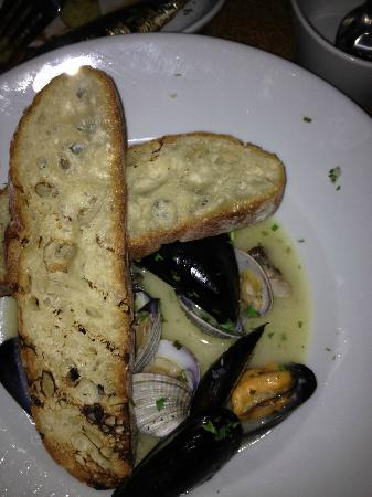 Sea Rocket Bistro: Muscles with good broth
