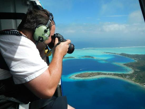 Tahiti-Helicopters: action show out of the helicopter door