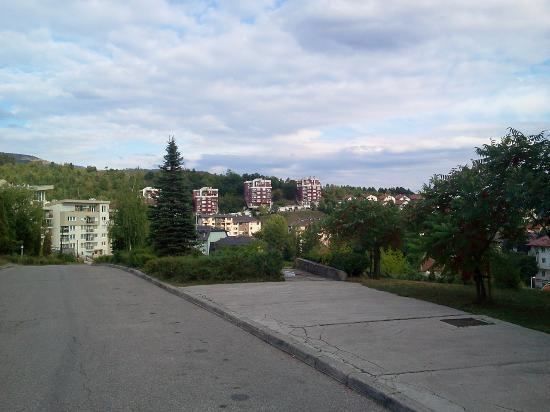 """Park Hotel: Blick auf """"Vogosca"""" Vorstadt von Sarajevo"""