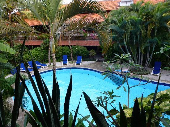 Un's Hotel: piscina