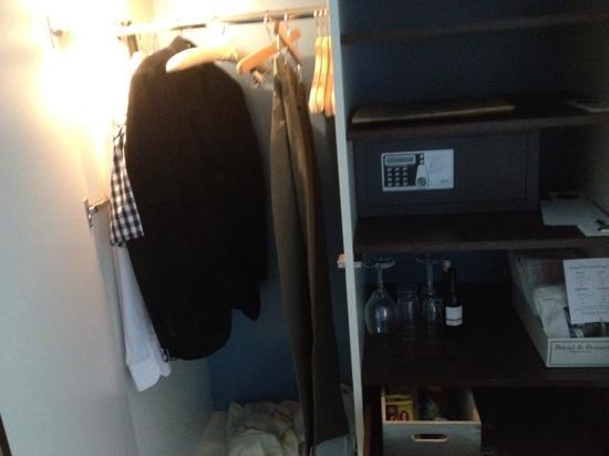 Hotel Skeppsholmen: wardrobe