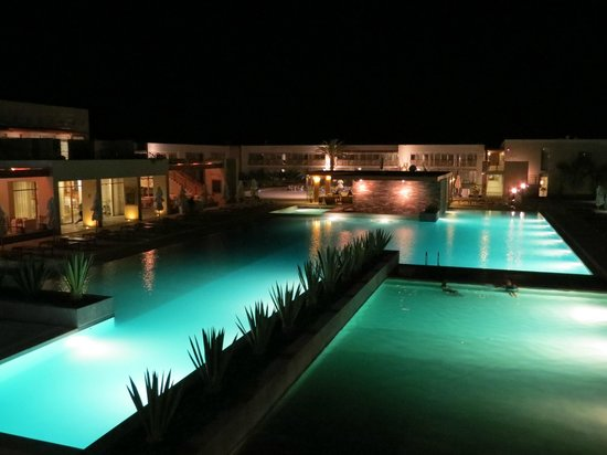 DoubleTree Resort by Hilton Hotel Paracas: pool at night