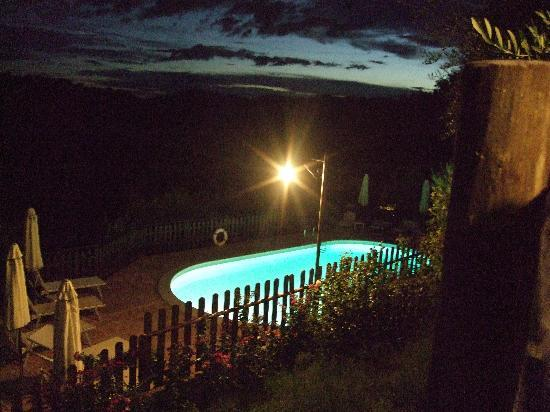 Agriturismo Le Dolci Colline: piscina notturna