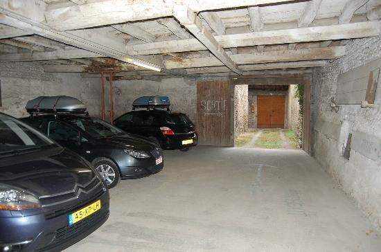 Hotel L'Ange Couronne : parkeer garage (reserveren!)