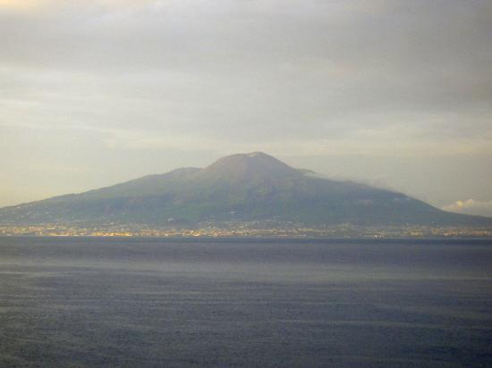 Grand Hotel Vesuvio: Vesuvius, taken from the rooftop terrace