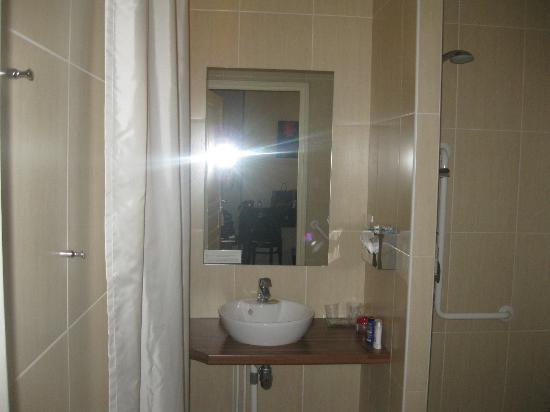 Best Western Montmartre Sacre-Coeur: bagno in camera