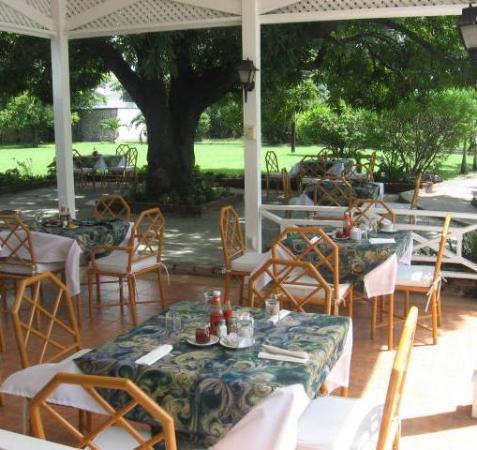Liguanea Club: Gazebo & Outdoor Dining