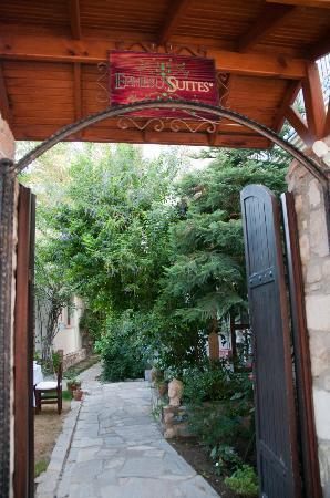 Ephesus Suites: Entry into wonderful garden