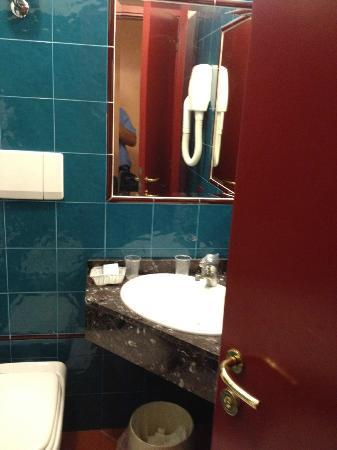 Hotel Corona D'Italia: Bathroom