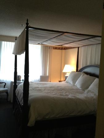 The Simsbury Inn: King Room - 3rd Floor