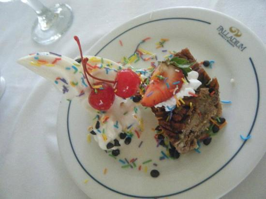 Grand Palladium Kantenah Resort & Spa : pudding at the buffet