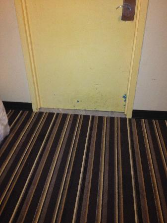The Annex at The Chelsea: the door in front of my bedroom looks dirty!