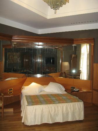 Hotel Isa: Room