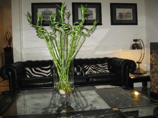Isa Hotel: Lobby