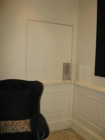 Isa Hotel: Secret Door in Lobby to Bathroom