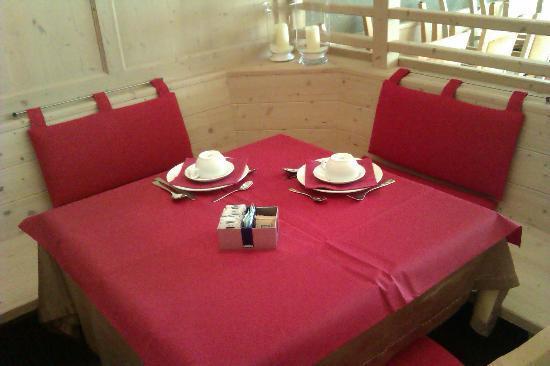 Casa Vigolana: sala colazioni, come una stube tirolese