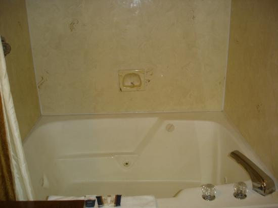 Quality Inn & Suites Gatlinburg : bathroom