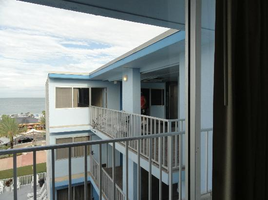Beachview Hotel: The suites are in the front with unobstructed view.