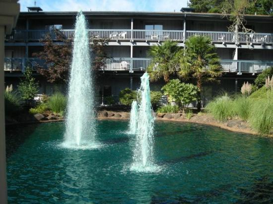 Shilo Inn Hotel & Suites - Beaverton: View from gazebo at the pond