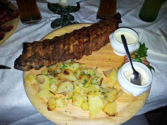 Residence-Pension Gasser : Costatine con patate arrosto e salse