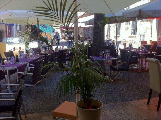 LA TABLE DE DOMI : La terrasse
