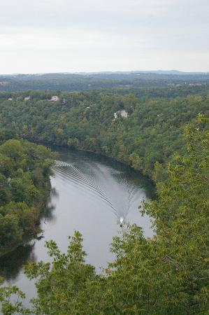 Lake Taneycomo: Beautiful scenery with cliffs and pastures near the lake front.