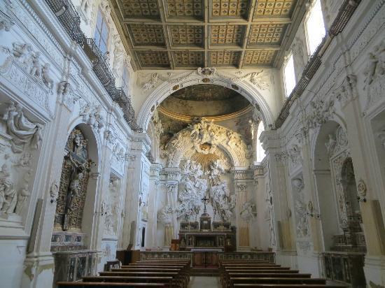 Abbazia di Santo Spirito: inside the church