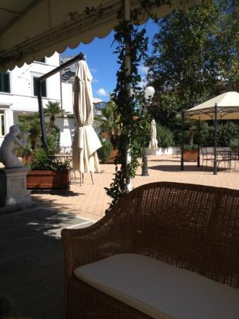President Hotel: terrazza giardino